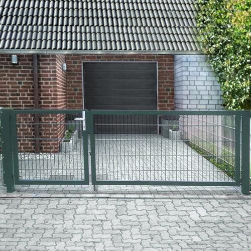 Einfahrtstor Basic (2-flügelig) asymmetrisch; Moosgrün RAL 6005 Doppelstabmatte; Breite 400cm Höhe 123cm