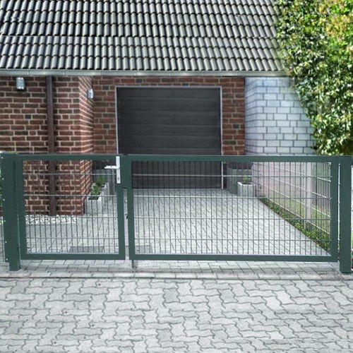 Einfahrtstor Basic (2-flügelig) asymmetrisch; Moosgrün RAL 6005 Doppelstabmatte; Breite 300cm Höhe 123cm